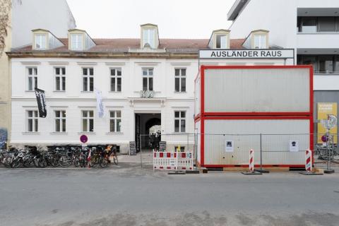 kw_schlingensief_installationsansicht_foto_uwewalter_013_9777_2_72